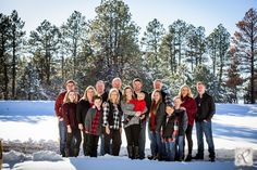 What to wear // Blacks, grays and reds with denim pants Snow Family Pictures, Extended Family Pictures, Winter Family Photos, Large Family Photos, Winter Pictures, Family Pics, Family Posing, Christmas Photos, Family Christmas