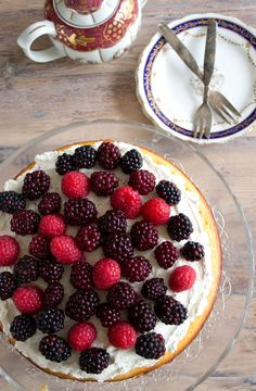 An incredibly moist and healthy almond berry cake with creamy mascarpone icing. Gluten free, low carb and so nutritious you could eat it for breakfast.