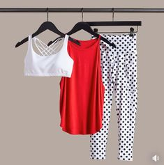 Polka dots look so fun as long as these pants are not see through. love the whole outfit as shown together. Could be any color contrasting top. Workout Attire, Workout Gear, Workout Outfits, Sporty Outfits, Athletic Outfits, Looks Academia, Fitness Fashion, Fitness Gear, Personal Stylist