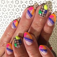 "426 Synes godt om, 16 kommentarer – Amy Wong (@noriandee) på Instagram: ""Neon nail party for @deborah_727🎉💅"""