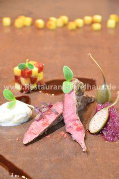 Lammfilet mit roter Zwiebelmarmelade, Kartoffel-Rosmarin-Eiscreme & Kartoffel mit Chorizo