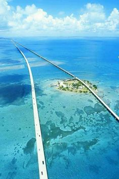 Another view of the 7 Mile Bridge, Florida Keys. Love to visit the Florida Keys.peaceful and beautiful. :D LP Places Around The World, Oh The Places You'll Go, Places To Travel, Travel Destinations, Places To Visit, Around The Worlds, Travel Things, Travel Stuff, Florida Keys