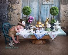 Absolutely LOVE this newborn Alice in Wonderland photo! Foto Newborn, Newborn Shoot, Newborn Pictures, Baby Pictures, Maternity Pictures, Newborn Baby Photography, Children Photography, Baby Kind, Baby Love