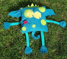 Doudou coussin monstre Dragon bleu en polaire et bras en biais coton