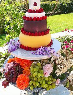 Cheese Wheel Cake by @AlFrescoPicnic. Great wedding idea. #wine tasting #event