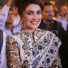 Ayeza Khan love sari and jacket combos Blouse Back Neck Designs, Saree Blouse Designs, Pakistani Dresses, Indian Dresses, Indian Outfits, Patiala Salwar, Anarkali, Lehenga, Saree Jackets