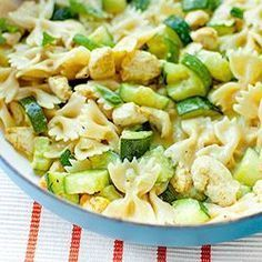 Pasta with zucchini and chicken in a curry sauce A matter of taste - Jedzenie - Makaron Diet Recipes, Cooking Recipes, Healthy Recipes, Recipies, Chicken Zucchini Pasta, Curry Sauce, Summer Recipes, Pasta Salad, Food And Drink