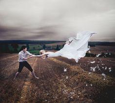 Volar es una de las fantasía recurrente en el ser humano. Por lo desde siempre se ha buscado la mejor opción para hacer realidad este sueño. Al parecer un técnica fotográfica lo consiguió.