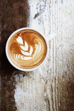 caffe latte on wood Coffee And Books, I Love Coffee, Coffee Break, Coffee Time, Morning Coffee, Black Coffee, Coffee Latte, Iced Coffee, Coffee Drinks
