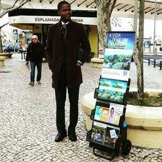 Obrigado @alexandre.silva.5  Testemunho público,  Lisboa, Portugal  #tj #jw #tjportugal #jwportugal #testemunhasdejeova #testemunhopublico #testemunhocarrinho #testemunhopublicoespecial #carrinhos #carrrinhosdepregacao #jworg #jworganization #carwitnessing #jehovahwitness #publicwitnessing #jwboys #jwbrothers #jwyoung #jwyouth