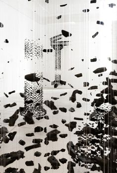 Suspended-Charcoal-Columns-Seon-Ghi Bahk
