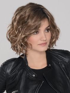 Girl Mono by Ellen Wille Wigs - Monofilament Part, Lace Front Wig Synthetic Lace Front Wigs, Synthetic Wigs, Short Hairstyles For Women, Easy Hairstyles, Curly Hair Styles, Natural Hair Styles, Blonde With Dark Roots, Short Wavy Hair, Wigs With Bangs