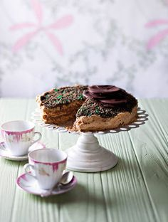 Peppermint tart - the BEST South African dessert ever! Sweet Pie, Sweet Tarts, Kos, Peppermint Crisp Tart, South African Desserts, Baking Recipes, Cake Recipes, Ma Baker, Desert Recipes