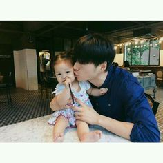 Father And Baby, Dad Baby, Mom And Baby, Baby Love, Baby Kids, Cute Asian Babies, Korean Babies, Cute Babies, Cute Family