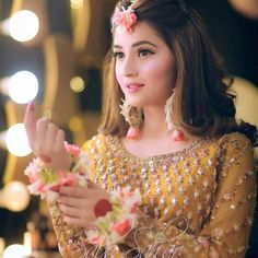 How to prepare for indian wedding engagements Pakistani Bridal Hairstyles, Bridal Hairstyle Indian Wedding, Pakistani Bridal Makeup, Bridal Mehndi Dresses, Pakistani Wedding Outfits, Bridal Dress Design, Wedding Dresses For Girls, Bridal Outfits, Mehndi Dress For Bride