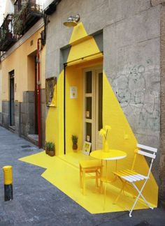 Somos Fos - a vibrant installation designed for a vegan restaurant in Madrid. (fos) restaurant in Madrid, geniale! Instalation Art, Ephemeral Art, Vegan Restaurants, Mellow Yellow, Yellow Art, Color Yellow, Yellow Sign, Public Art, Urban Art