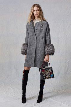See the complete Ermanno Scervino Pre-Fall 2017 collection. – italian masculine/… See the complete Ermanno Scervino Pre-Fall 2017 collection. Fashion Wear, Fashion 2017, Look Fashion, Trendy Fashion, Winter Fashion, Womens Fashion, Fashion Trends, Vogue Fashion, Look 2018