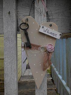 Holzherz-Willkommen-shabby-vintage-Spitzenband-antiker Schlüssel-creme-rosa-weiß-Sommer-Rose-Blume-Dekoration-Shop Haus No.7-Dawanda 18€