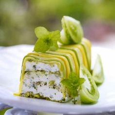 Terrine recipe of fresh goat cheese with pistachios Cold Appetizers, Appetizer Recipes, Marinated Cucumbers, Food Porn, Vegetarian Recipes, Cooking Recipes, Good Food, Yummy Food, Cheese Recipes