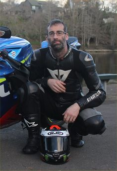 Motorcycle Suit, Motorcycle Leather, Motard Sexy, Bike Leathers, Biker Gear, Leather Men, Guys, Bikers, Portraits