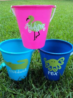 DIY Personalized Sand Buckets, cute for the kids to do!