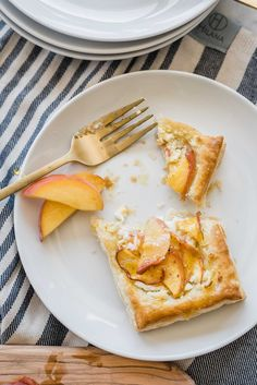 Try these easy to make peach and goat cheese tarts topped with honey. Using frozen puff pastry, these semi-homemade desserts are crowd pleaser! Whip them up for brunches, desserts for BBQs or make individual ones for a sweet afternoon pick me up. Homemade Desserts, Delicious Desserts, Fun Easy Recipes, Easy Meals, My Favorite Food, Favorite Recipes, Whipped Goat Cheese, Silicone Baking Sheet, Sweets Recipe