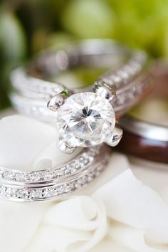 The Wedding Ring Pictures You Have to Take on Your Big Day Elegant Wedding Rings, Wedding Ring Pictures, Cheap Wedding Rings, Engagement Ring Photography, Engagement Rings, Wedding Photography, Photography Ideas, Engagement Photos, Mariana
