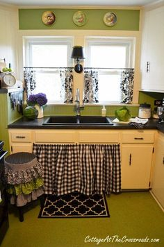 Cutest Little DIY Cottage Kitchen Ever - Darling projects all over the place. #kitchen #diy