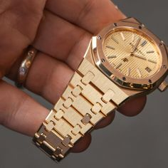Luxury Watches, Rolex Watches, Cool Watches, Watches For Men, Audemars Piguet Gold, Ap Royal Oak, Viral Trend, Telling Time, Timeless Design