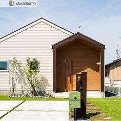 Entrance/照明/ナチュラル/庭/玄関/ガーデニング...などのインテリア実例 - 2018-05-14 14:20:40 | RoomClip (ルームクリップ) Minimalist House Design, Small House Design, Minimalist Home, House Roof, Facade House, Architect Design, Building Design, Interior Architecture, New Homes