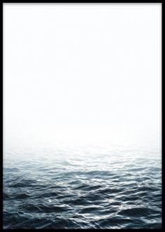 Stilren poster med hav. Snygga posters och prints med naturmotiv. Snygg tavla ovanför soffan eller i hallen.