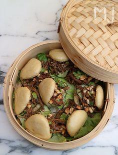 Hoy toca viajar con unos Gua Bao, panecillos al vapor rellenos típicos de Taiwan. En esta ocasión los rellenamos de Pulled Pork (cerdo d... Gua Bao, Bao Dim Sum, Bao Bar, Cooking Time, Cooking Recipes, Steamed Buns, Bun Recipe, Keto Diet For Beginners, Pulled Pork
