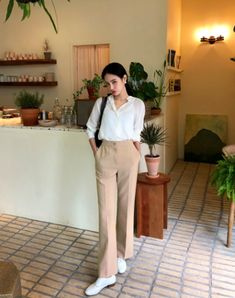 Korean Fashion – How to Dress up Korean Style – Designer Fashion Tips Korean Fashion Trends, Korean Street Fashion, Korea Fashion, Asian Fashion, Smart Casual Outfit, Casual Outfits, Fashion Pants, Fashion Outfits, Asian Style