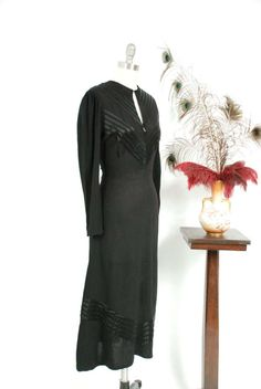 Vintage Dress - Lavish Matte Black Rayon and Glossy Satin Late Cocktail Dress with Front Bell Zipper and Keyhole Neckline Lovely Dresses, Dresses For Work, 1930s Dress, Dark Winter, Mode Vintage, Matte Black, Wwii, Cloths, Ready To Wear