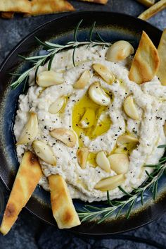 Roasted Garlic and Rosemary White Bean Dip - Simply Scratch In this Roasted Garlic and Rosemary White Bean Dip, roasted garlic is pureed with cannellini beans, fresh rosemary leaves for a creamy addictive dip. Vegetarian Recipes, Cooking Recipes, Healthy Recipes, Vegetarian Appetizers, Chickpea Recipes, Healthy Food Blogs, Vegetarian Dinners, Avocado Recipes, Crockpot Recipes