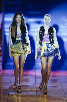 7678fb14be6 Versace Spring 1993 Ready-to-Wear Fashion Show