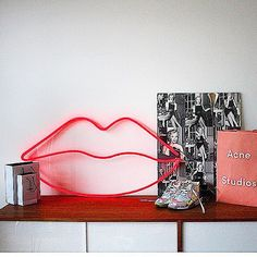 All our lights 👆 are also available for hire...if you've got some kind of photo shoot going 🔛, and you want some kind of neon going down 🍡 Talk to us...we would love to make that happen for you 🎯 💄Red 💄neon 💄lips ➖ also available to buy on the website 🔝 #bagandbonesneon #neon #art #photoshoots #lighting #styling #stylist