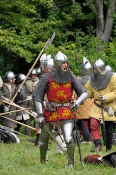 Gemiddelde Tharniaanse voetsoldaten. Alleen de eliten (ridders, keizerlijke garde en keizerlijke inquisitie) hebben volle plaatpantsers.