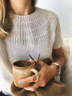 Anker's Summer Shirt/Tee Knitting Pattern Knitting Blogs, Sweater Knitting Patterns, Knit Patterns, Free Knitting, Pattern Sewing, Pants Pattern, Clothes Patterns, Dress Patterns, Summer Sweaters