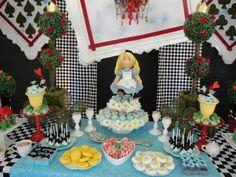 Festa com motivo boneca de pano Alice no Pais das Maravilhas