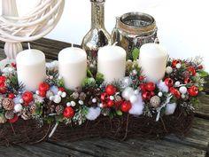 Znalezione obrazy dla zapytania stroiki boże narodzenie Christmas Wreaths, Table Decorations, Holiday Decor, Home Decor, Decoration Home, Room Decor, Home Interior Design, Dinner Table Decorations, Home Decoration