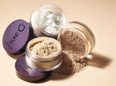 Keep your perfect finish with this super-fine translucent powder. Perfectly sets make-up for a just-applied look that lasts*. Flexible formula delivers a fresh, shine-free finish without settling into fine lines*. Without Makeup, Love Makeup, Beauty Makeup, Translucent Powder, Loose Powder, Face Powder, The One, Foundation, Make Up