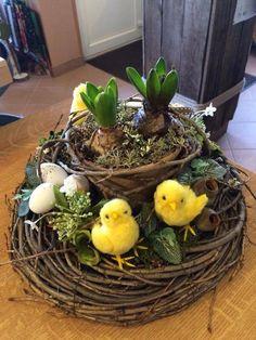 Easter Flower Arrangements, Easter Flowers, Floral Arrangements, Centerpiece Decorations, Flower Decorations, Easter Centerpiece, Easter 2018, Easter Holidays, Easter Table