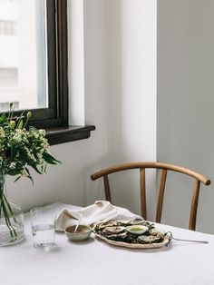 Black window sill. Not really a popular look, and I have no idea why not! It's so timeless!