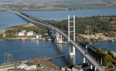 The 4.1 km long Rügen Bridge leads from foreland bridges on the mainland about four percent slope to a rope strained high bridge over the Ziegelgraben to the island Dänholm.