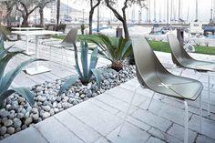 N°4 Sedia X FOUR con 4 gambe - ALMA DESIGN - arredogiardini.it Outdoor Furniture, Outdoor Decor, Sun Lounger, Patio, Design, Home Decor, Home, Chaise Longue, Decoration Home