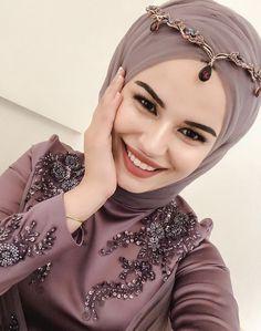 Hijabi Wedding, Muslim Wedding Dresses, Muslim Prom Dress, Hijab Dress, Pakistani Bridal Makeup, Bridal Hijab, Muslim Fashion, Hijab Fashion, Fashion Dresses