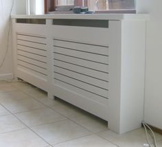 Horizontale latten Hall Cupboard, Radiator Cover, My New Room, Home Accessories, Home Appliances, House Design, Cabinet, Bedroom, Storage
