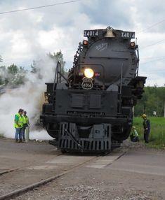 UP 4014 - the articulation is impressive Union Pacific Train, Union Pacific Railroad, Diesel Locomotive, Steam Locomotive, Big Boy 4014, Train Museum, Railroad Photography, Old Trains, Train Pictures