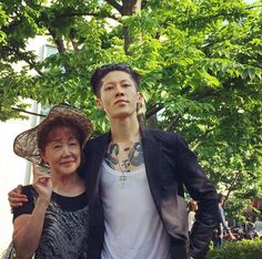 Miyavi with his mother :)